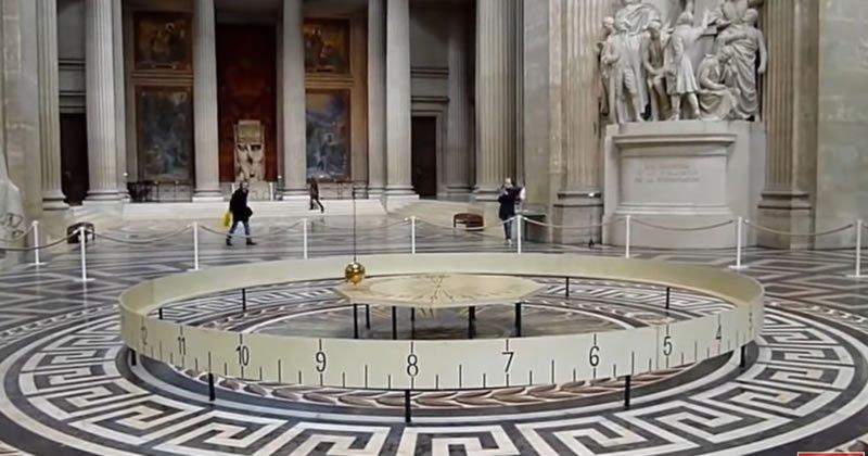 Foucault Sarkacı pantheon